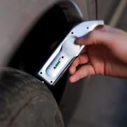Cyfrowy miernik ciśnienia opon, manometr, miernik zużycia bieżnika - srebrny
